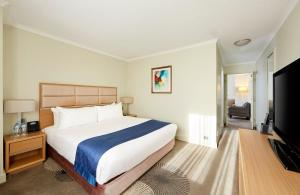 A bed or beds in a room at Holiday Inn Parramatta, an IHG hotel