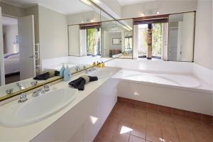 A bathroom at Pioneer Waterfront Apartments