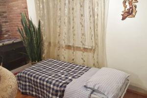 A bed or beds in a room at Beautiful Apartment-5 Beds-Parking-Super Clean!!!