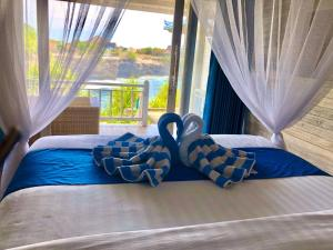 A bed or beds in a room at Cliff Park Lembongan