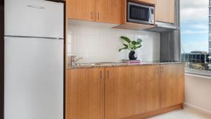 A kitchen or kitchenette at Oaks Melbourne on Market Hotel