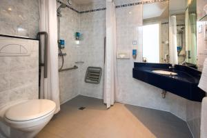 A bathroom at Holiday Inn Express Swansea East