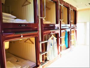 Ein Etagenbett oder Etagenbetten in einem Zimmer der Unterkunft Oak Hostel Cabin