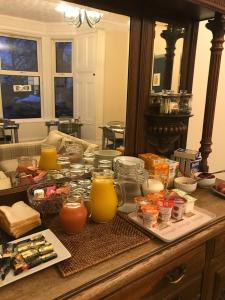 Breakfast options available to guests at Ravenswood Guest House