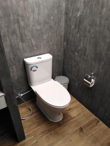 A bathroom at Baan Ton Rak Boutique Resort Hill House