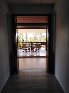 A balcony or terrace at Baan Ton Rak Boutique Resort Hill House