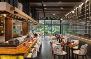A restaurant or other place to eat at Dusit Thani Manila