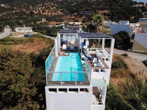 Θέα της πισίνας από το Anna Plakias Apartments ή από εκεί κοντά