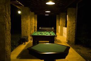 A pool table at Pousada Chácara Das Acácias