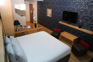 A bed or beds in a room at TRYP by Wyndham Times Square South
