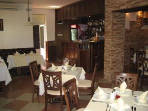Ресторант или друго място за хранене в Hotel Villa Ofir
