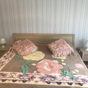 A bed or beds in a room at M&M