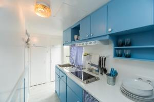 Una cocina o zona de cocina en Camping Miramar - Maeva