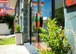 The facade or entrance of Hotel Los Sauces