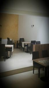 A restaurant or other place to eat at Pensiunea Diadis