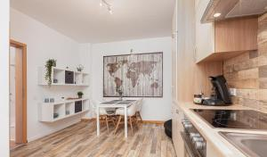 A kitchen or kitchenette at Hotel Rutherbach