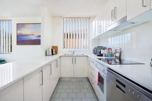 A kitchen or kitchenette at Bushwalk To The Beach From A Tranquil Apartment