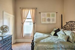 A bed or beds in a room at Serendipity Cottage with Yard, Walk to Town and Dining!