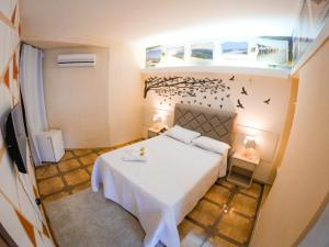 A bed or beds in a room at Ilha Praia Hotel