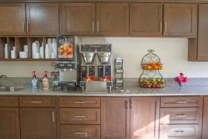 A kitchen or kitchenette at California Suites Hotel