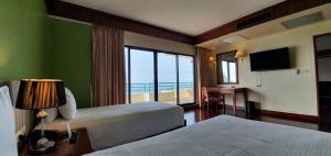 Кровать или кровати в номере Garden Sea View Resort
