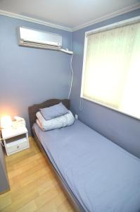 A bed or beds in a room at Kimchee Hongdae Guesthouse