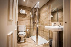 A bathroom at Dene House Farm