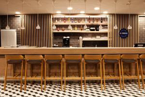 The lounge or bar area at Holiday Inn Express - Mülheim - Ruhr