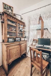 Telewizja i/lub zestaw kina domowego w obiekcie Chata u Bronka