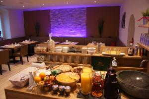 A restaurant or other place to eat at Hotel Apartment Auwirt