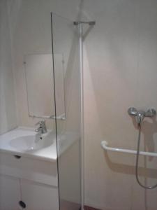 Salle de bains dans l'établissement Les Gîtes du Val