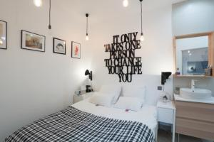 A bed or beds in a room at Suite Garibaldi Cosy et Design