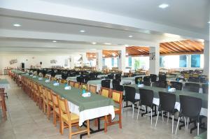 Um restaurante ou outro lugar para comer em Resort Recanto do Teixeira All Inclusive