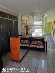 The lobby or reception area at Hospedajes Farid