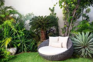 Ein Garten an der Unterkunft Harmony Marina Suites