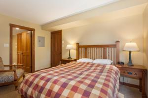A bed or beds in a room at Horstman House by Whistler Premier