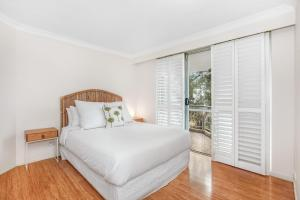 A bed or beds in a room at Classic Getaway Apartment For The Whole Family