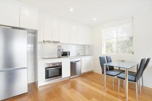A kitchen or kitchenette at Modern beach pad, panoramic rooftop water views