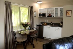 A kitchen or kitchenette at Secluded Getaway - Romantic and Tranquil Akaroa Holiday Home