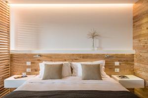 Ένα ή περισσότερα κρεβάτια σε δωμάτιο στο Domotel Agios Nikolaos Suites Resort