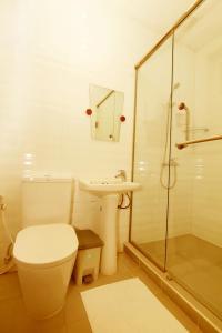 A bathroom at Hundred Moon