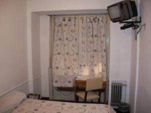 Телевизор и/или развлекательный центр в King's Hotel