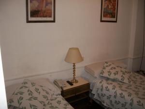 Кровать или кровати в номере King's Hotel