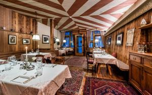A restaurant or other place to eat at Sporthotel Tyrol Dolomites