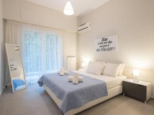 A bed or beds in a room at City Center Apartment in Great Location