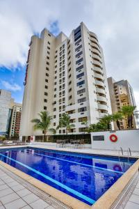 The swimming pool at or near Comfort Suites Brasília