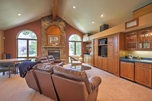The lobby or reception area at Spacious Home with Mtn Views, 2Mi to Steamboat Resort