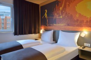 A bed or beds in a room at B&B Hotel Essen