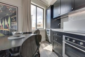 A kitchen or kitchenette at The perfect Blue Mountains getaway
