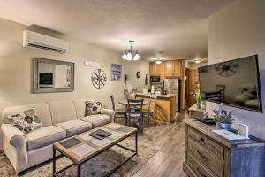 A seating area at Condo with Resort Amenities - 1 Mile to Beach & Golf